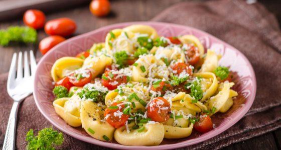 Huvudratt Tortellini Orter Tomat Parmesan