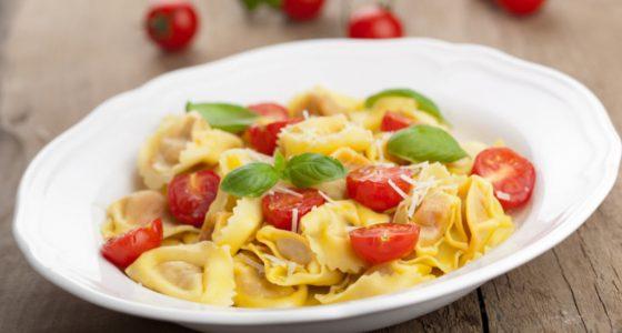 Huvudratt Tortellini Tomat Basilika